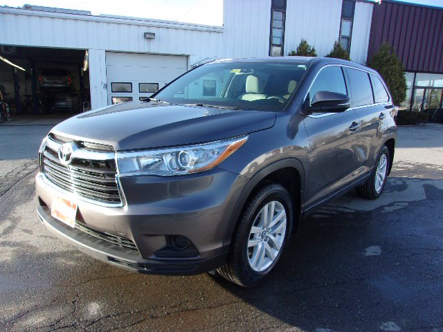 Pre-Owned 2016 Toyota Highlander LE